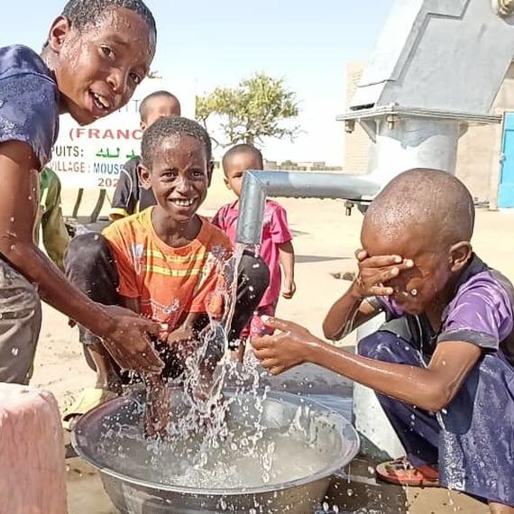 UN PUITS POUR UN VILLAGE EN AFRIQUE